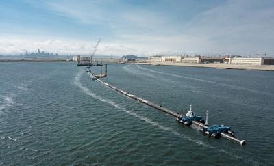 Pasifik Okyanus'unda plastik çöpleri yakalayacak devasa bir tuzak kuruldu
